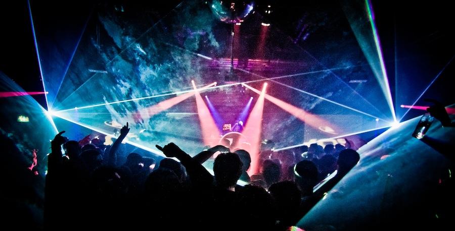 fabirc-crowd-
